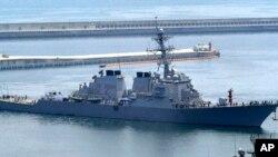 2010年6月4日阿利·伯克级柯蒂斯·威尔伯号驱逐舰抵达韩国釜山海军基地