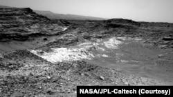 Поверхность Марса сложно назвать дружелюбной. Снимок сделан марсоходом Curiosity