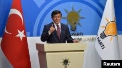 Başbakan Davutoğlu CHP'yle koalisyon görüşmelerinden sonuç alınamadığını açıkladı.