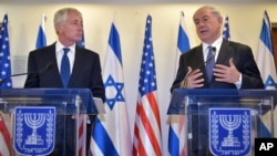 Israeli Prime Minister Benjamin Netanyahu (R) speaks as U.S. Defense Secretary Chuck Hagel listens during a joint press conference at the prime minister's office, May 16, 2014, in Jerusalem.