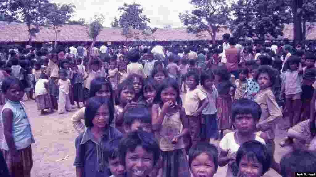 Children at Site II, June 1985. (Jack Dunford)