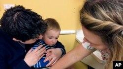 Las autoridades sanitarias convocan a las madres ecuatorianas a cumplir estrictamente los plazos de vacunación a fin de evitar el contagio de este virus, que es altamente contagioso y que puede llegar a ser mortal.