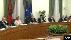 Berisha: Të hënën shumica i kthen përgjigje ofertës së opozitës