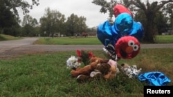 A makeshift memorial of balloons and stuffed animals lies near the site in Marksville, Louisiana, where a 6-year-old boy was fatally shot by police during a car chase, November 7, 2015.