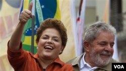 Kandidat kuat Presiden Brazil, Dilma-Rousseff, bersama Presiden Luiz Inacio Lula da Silva dalam kampanye di Sao Paulo, 2 Oktober 2010.