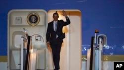 美國總統奧巴馬星期四抵達倫敦斯坦斯特德機場展開訪問一個行程。