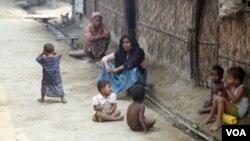 ຊາວມຸສລິມໂຣຮິງຢາ ຢູ່ໃນສູນອົບພະຍົບ Sittwe ລັດ Rakhine ໃນພາກຕາເວັນຕົກມຽນມາ.