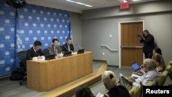 미국 뉴욕의 유엔 주재 북한대표부 외교관들이 지난해 8월 유엔 본부에서 기자회견을 열고 당시 한반도 정세에 관한 입장을 밝히고 있다. (자료사진)