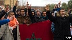 """Des manifestants exigent une """"économie alternative"""" et la libération des activistes emprisonnés dans l'ancienne ville minière de Jerada, Maroc, 16 mars 2018."""