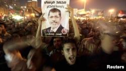 穆尔西总统的支持者8月13日在开罗的解放广场