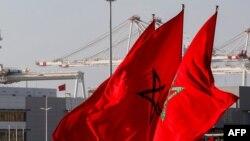 Le drapeau marocain flottant à Tanger, Maroc, le 28 juin 2018