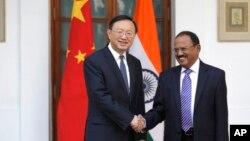 印度国家安全顾问多瓦尔与杨洁篪会晤