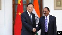 印度國家安全顧問多瓦爾與楊潔篪會晤