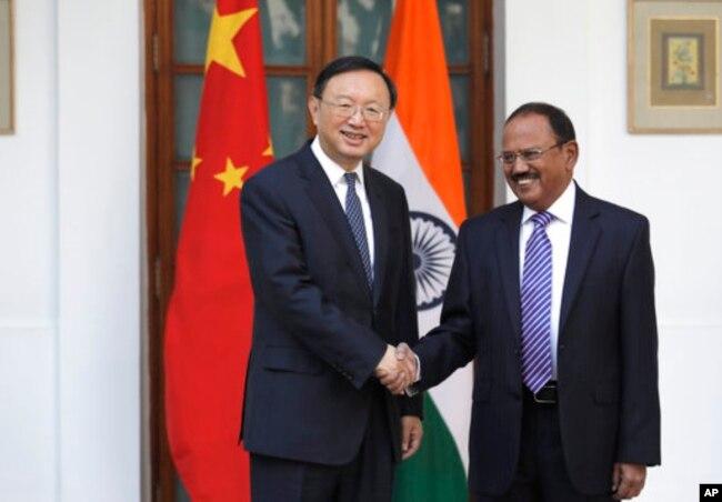 印度國家安全顧問多瓦爾與中國國務委員楊潔篪會晤(2017年12月22日)