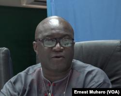 Le chef de Bureau Monusco Sud-Kivu, Karna Soro, parle des ex-combattants encadrés dans l'agriculture à Uvira, le 3 janvier 2018. (VOA/Ernest Muhero)