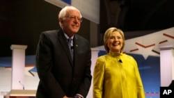 民主黨總統參選人希拉里.克林頓和桑德斯。(資料圖片)