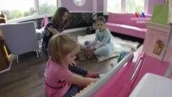 Հայրը դստրերի համար աներևակայելի մի տնակ է կառուցել