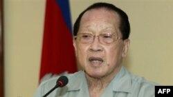 Ngoại trưởng Hor Namhong kêu gọi thẩm phán tại Tòa án quốc tế tại Hà Lan can thiệp vào cuộc tranh chấp đất quanh ngôi đền cổ Preah Vihear