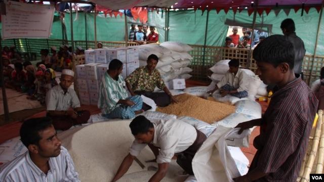 Salah satu tempat penampungan pengungsi Thet Kae Pyin di luar kota Sittwe, negara bagian Rakhine, Burma (Foto: dok). PBB mengatakan masih diperlukan sekitar $41 juta lagi untuk memenuhi kebutuhan bantuan bagi para pengungsi ini hingga Juni 2013.
