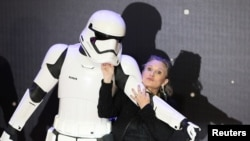 "FILE - Carrie Fisher poses as she arrives at the European premiere of ""Star Wars, The Force Awakens"" in Leicester Square, London, Dec. 16, 2015."