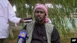 索馬里青年黨發言人在10月17日接受外國記者採訪