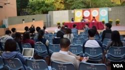 香港浸會大學學生會舉辦「浸大、學聯前路討論會」,有幾十名學生出席 (美國之音 湯惠芸攝)