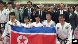 지난 2011년 미국을 방문한 북한 태권도 시범단. (자료사진)