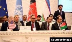 Botur Do'stum Afg'oniston delegatsiyasi tarkibida (o'ngdan ikkinchi, orqa qatorda), Toshkent, 27-mart, 2018