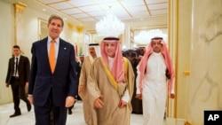 John Kerry en présence de son homologue saoudien à Riyad, le 23 janvier 2016. (AP Photo/Jacquelyn Martin, Pool)