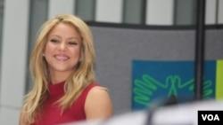Shakira insiste en que que la educación ayuda a mantener a los niños alejados de actividades peligrosas.