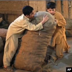 پاکستان: بچوں سے جبری مشقت میں اضافہ باعث تشویش
