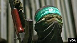 Comey estimó que cerca de una docena de estadounidenses están combatiendo en organizaciones terroristas y aseguró que siguen trabajando para identificarlos.