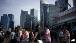新加坡金融区的街道行人(资料照)