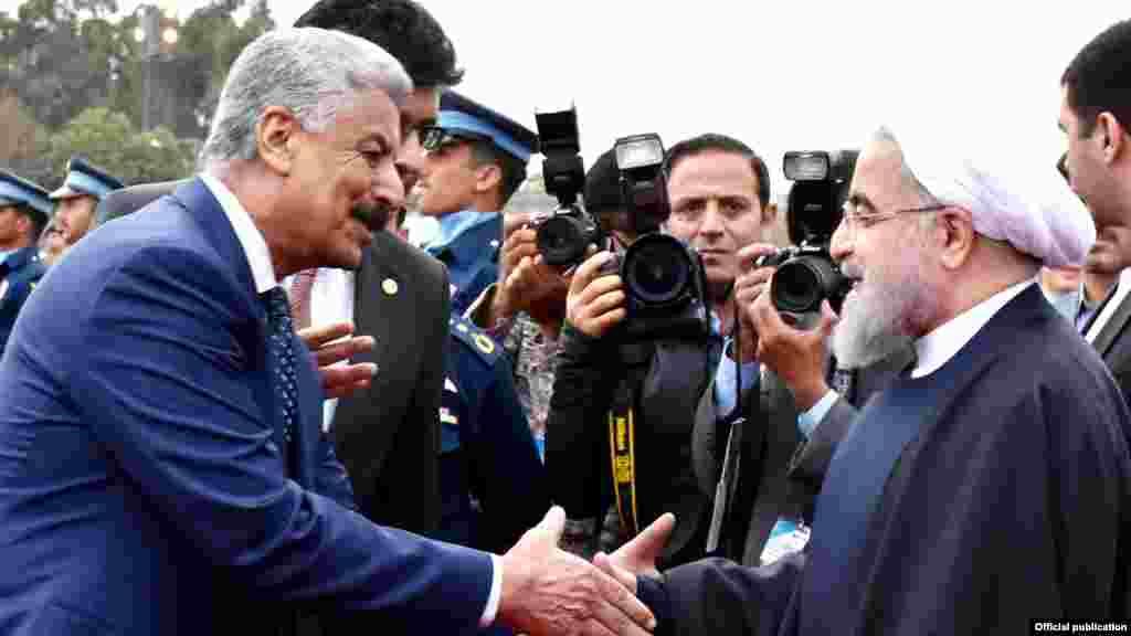 اجلاس میں شرکت کے لیے ایران کے سربراہ حسن روحانی منگل کو اسلام آباد پہنچے۔