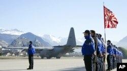 Chiếc phi cơ quân sự của Bỉ đưa thi hài các nạn nhân về Bỉ
