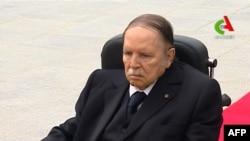Le président algérien Abdelaziz Bouteflika a 80 ans, ici en visite dans un cimetière à Alger, le 5 juillet 2016.