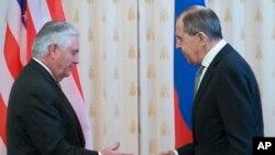 ABŞ dövlət katibi Reks Tillerson və Rusiya xarici işlər naziri Sergey Lavrov