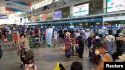Du khách tại sân bay Đà Nẵng ngày 26/7/2020.