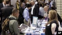 Meski jumlah pengangguran di AS masih tinggi, tapi ada tanda-tanda tingkat kepercayaan warga AS meningkat bahwa ekonomi akan pulih (foto: dok).