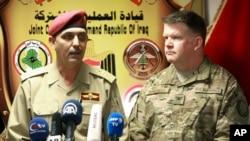 Jenderal Yahya Rasool, (kiri), juru bicara militer Irak berbicara di sebuah konferensi pers bersama Kolonel John Dorrian, juru bicara AS untuk Pasukan Koalisi, di Baghdad, Irak. (Foto:dok)