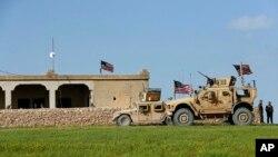 Imagem de arquivo de tropas americanas numa base síria em Março de 2018