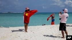 Du khách Trung Quốc tại quần đảo Hoàng Sa.