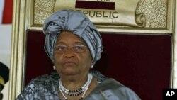 Les Etats-Unis se rendent compte que le Liberia ne peut vaincre le virus à Ebola à lui seul, a souligné la présidente Ellen Johnson Sirleaf (AP)