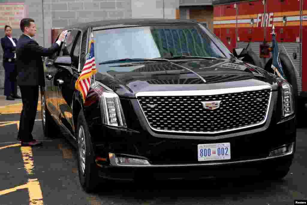 2018年9月23日,美国总统特朗普抵达纽约之前,在曼哈顿市中心直升机场,特勤人员擦拭总统豪华轿车。根据联邦政府的合同记录,通用汽车公司赢得了价值1580万美元的从2014年到2017年研制总统豪华轿车的合同,但不清楚这是否代表了所有的开发成本。2010年,通用汽车从特勤局(Secret Service)手中赢得了3,500万美元的合同,制造总统豪华轿车。