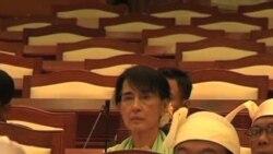 昂山素姬首次參加緬甸議會議事