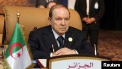 Le président algérien Abdelaziz Bouteflika, le 15 novembre 2011 à Doha.