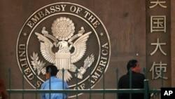 Bamwe mu banyagihugu bo mu bushinwa barindiriye kwaka visas za Amerika mu 2011
