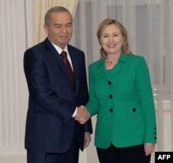 AQSh Davlat kotibasi Xillari Klinton Toshkentda prezident Islom Karimiov bilan, dekabr 2010