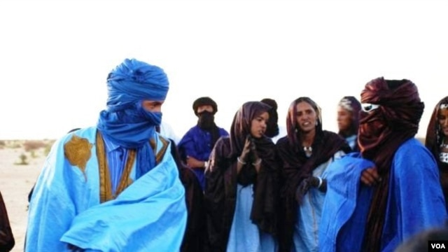 Moussa el Mouctar, an ethnic Tuareg from Timbuktu, with friends at a festival near Timbuktu, Mali, 2011-2012. Douglas Post (Park/Saharan Archaeological Research Association)