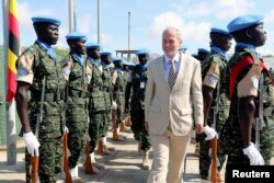 U.N. special representative for Somalia Nicholas Kay (C) inspects Ugandan peacekeeping troops during a ceremony at Mogadishu airport in Somalia, May 18, 2014.